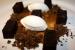 Bizcocho molasses, helado de plátano caramelizado, crumble de café y granizado de ron